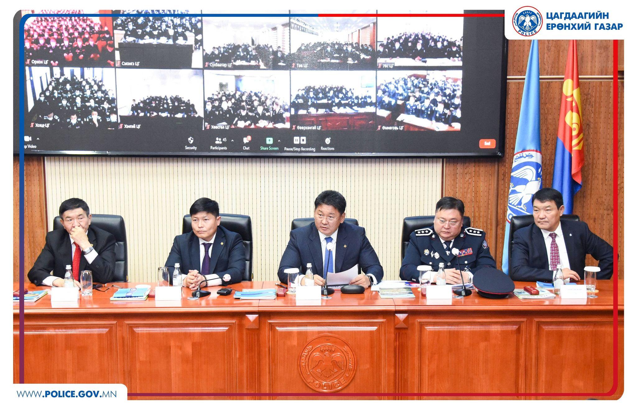 Монгол Улсын Ерөнхий сайд Цагдаа, дотоодын цэргийн байгууллагын үйл ажиллагаатай танилцлаа
