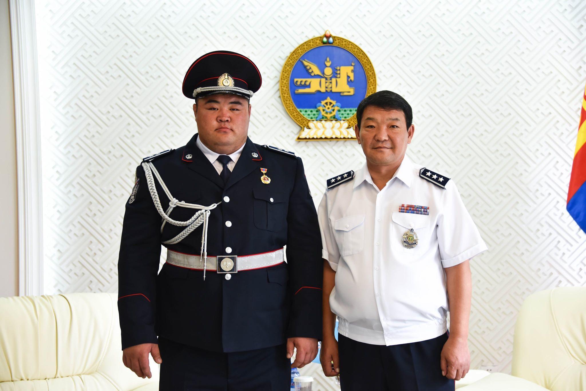 Монгол улсын аварга, цагдаагийн дэд хурандаа Э.Оюунболдод  Цагдаагийн ерөнхий газрын удирдлагууд хүндэтгэл үзүүллээ