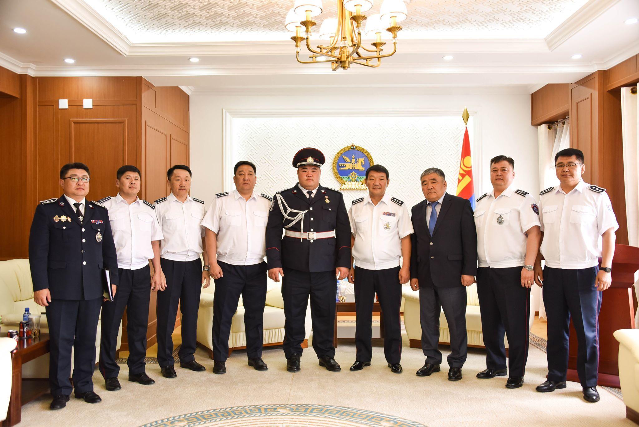 66897744_483093805776813_5803101854619402240_n Монгол улсын аварга, цагдаагийн дэд хурандаа Э.Оюунболдод ЦЕГ-ын удирдлагууд хүндэтгэл үзүүллээ